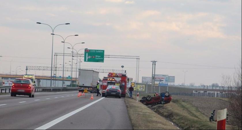 Wypadki drogowe , Jechała obwodnicą Garwolina prąd Doprowadziła zderzenia innych - zdjęcie, fotografia