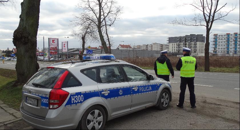 Sprawy kryminalne , Amatorzy szybkiej jazdy mandatami - zdjęcie, fotografia