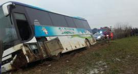 Wypadek autobusu - wycieczka z 43 dzieci w rowie - kierowca nie żyje